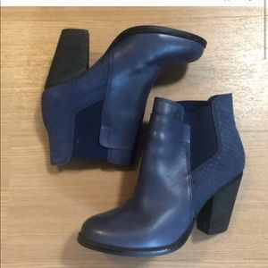 Aldo Sassi Boots in Navy size 7.5